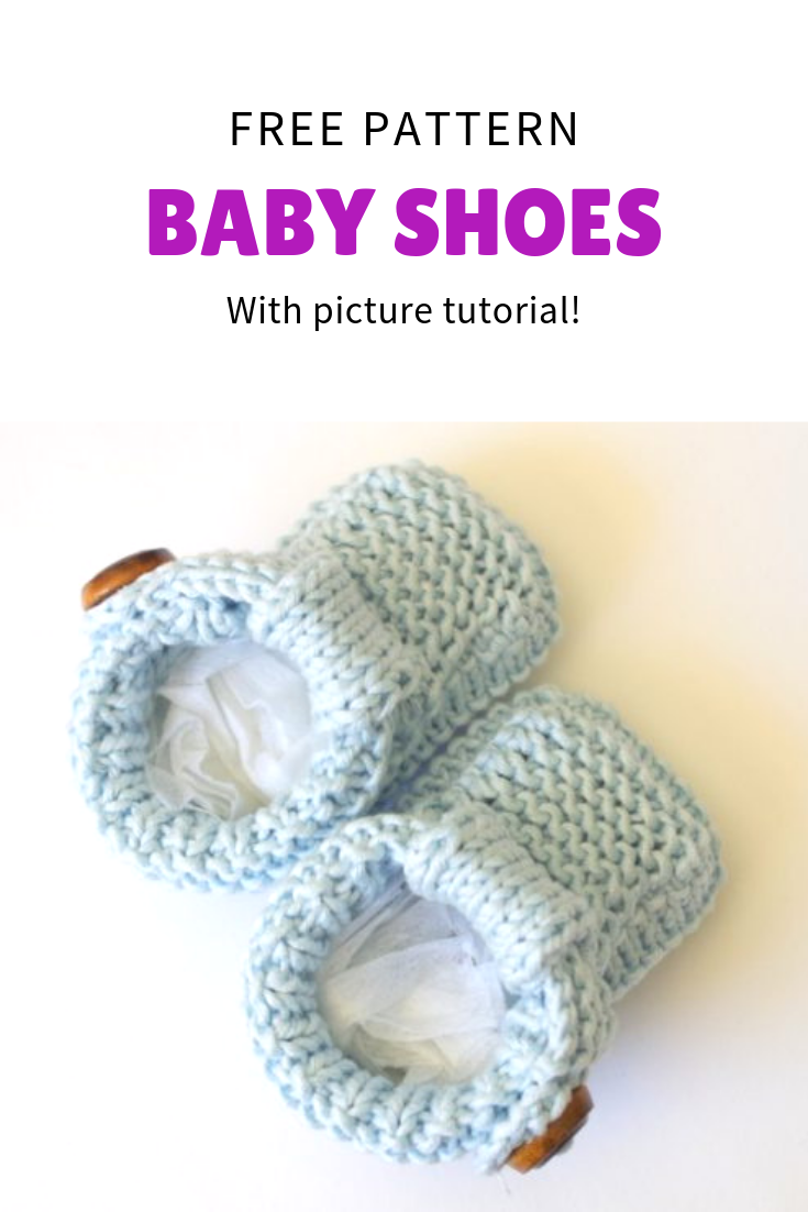 Free knitting pattern for quick and easy baby shoes with buttons. Very cute and alost like real shoes #knittingpatternsquick #babyknits #freepattern