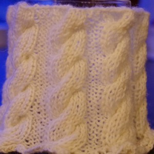 Free vase cover knitting pattern with cables