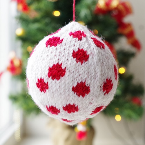 Knitting Pattern Christmas Baubles : Knitting patterns