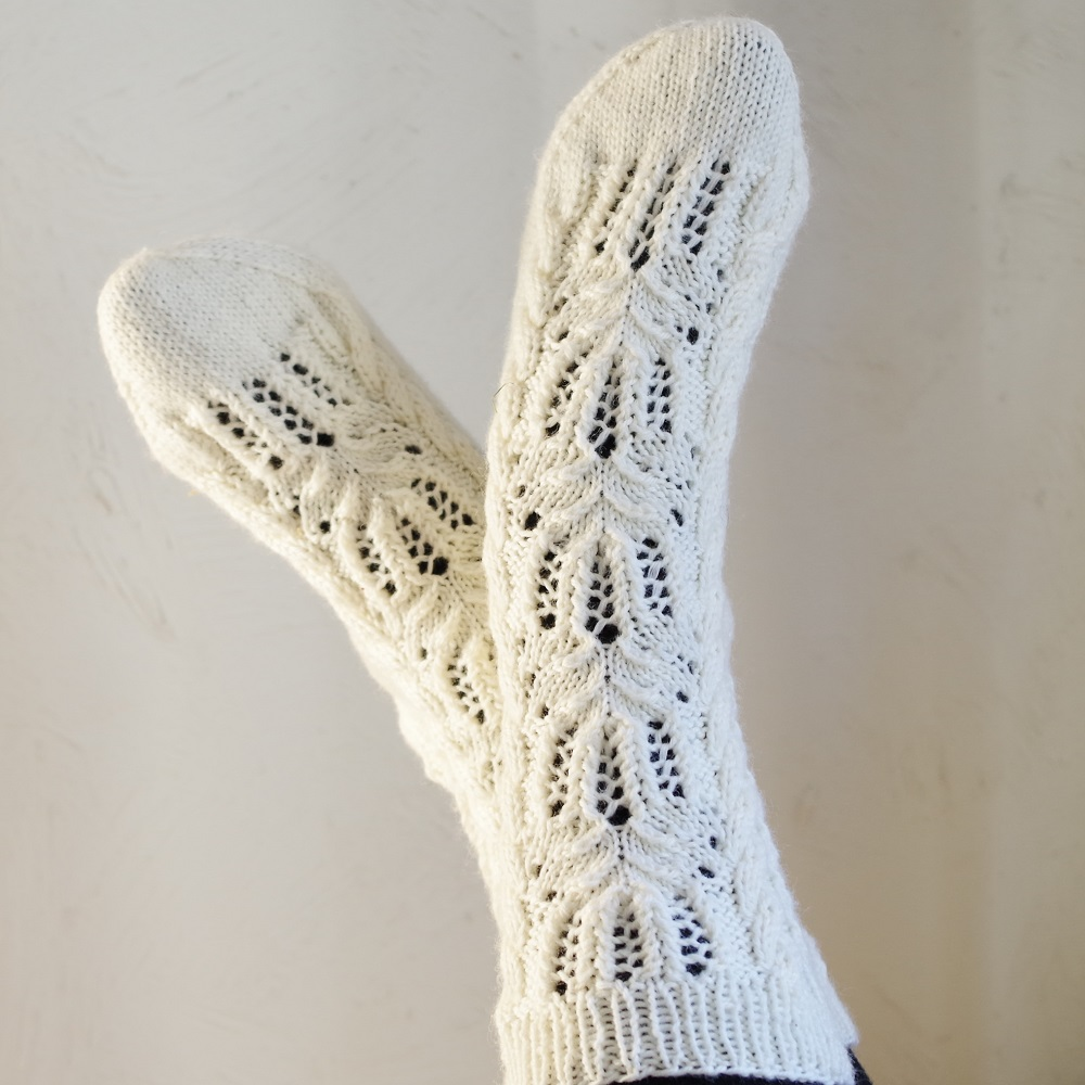 Sock Knitting Pattern : Knitting pattern ?Water Lily? socks - Pattern Duchess