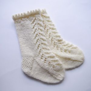 Lacy baby socks knitting pattern