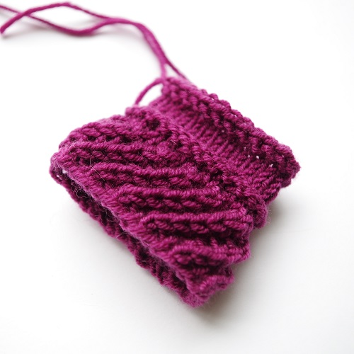 Knitting pattern for diagonal ribbing