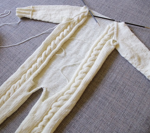 Baby jumpsuit – almost finished (part 4)